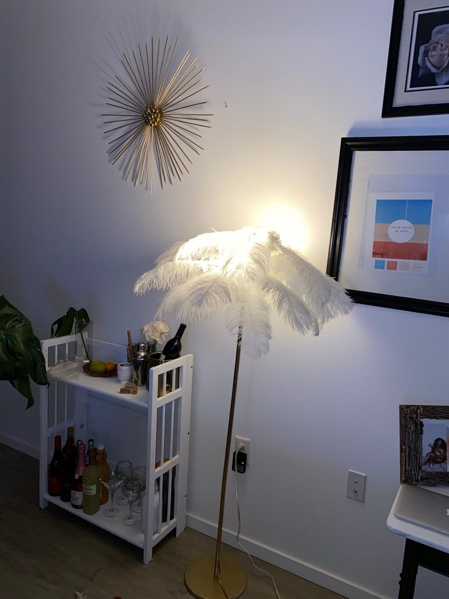 DIY: How to make your own feathers lamp