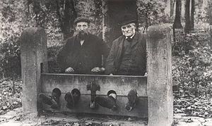 Men_in_Bramhall_stocks_1900