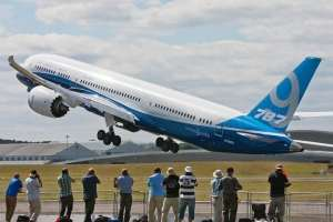 Boeing announces services orders and agreements worth $2.1 billion at Farnborough