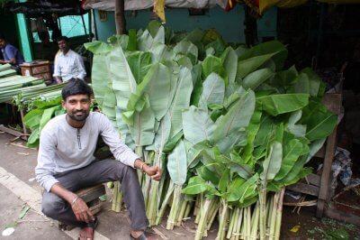 seller-of-banana-leaves-used-for-food-platters-400×266.jpg
