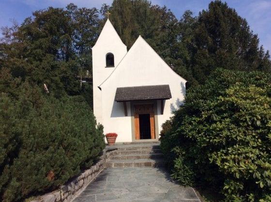 5-chapel-where-audrey-heburn-married-mel-ferrer-560×418.jpg