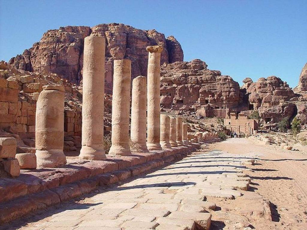 Colonnaded-Street-at-Petra-Image-by-Jordan-Petra-Private-Tours-from-Pixabay-Optimised