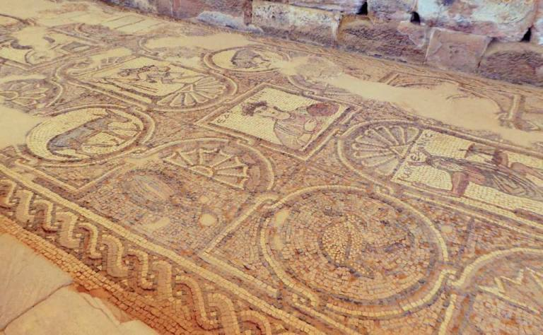 mozaic-floor-details-in-the-Byzantine-Church-in-Petra-Optimised