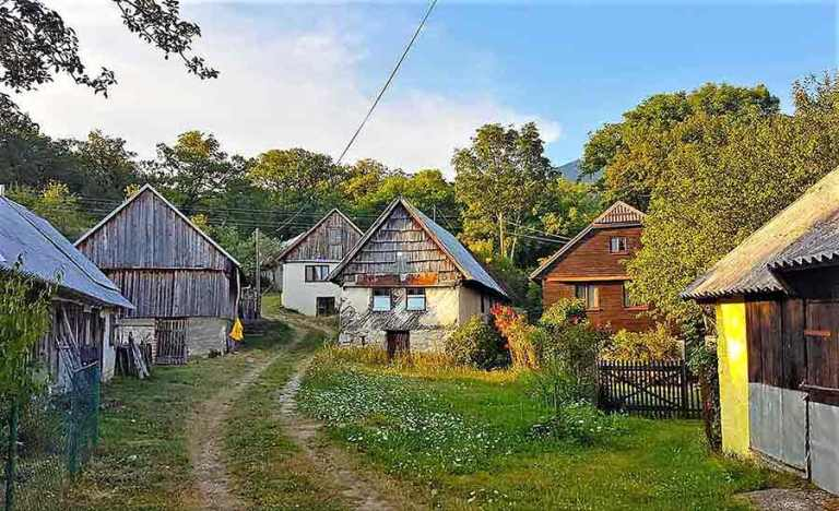 farm-houses-at-the-foot-of-the-Pljesevica-Mountain-hike-Optimised