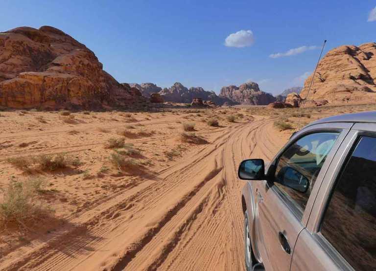 4x4-jeep-safari-in-Wadi-Rum-Jordan-Optimised