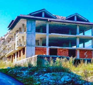 abandoned-places-in-bulgaria-bansko-ghost-buildings-4-optimised