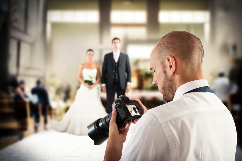 結婚式のカメラマンの相場を知ろう!予算オーバーしないポイント
