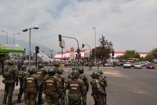 protestos no chile economia santiago sebastian pinera exercito toque de recolher