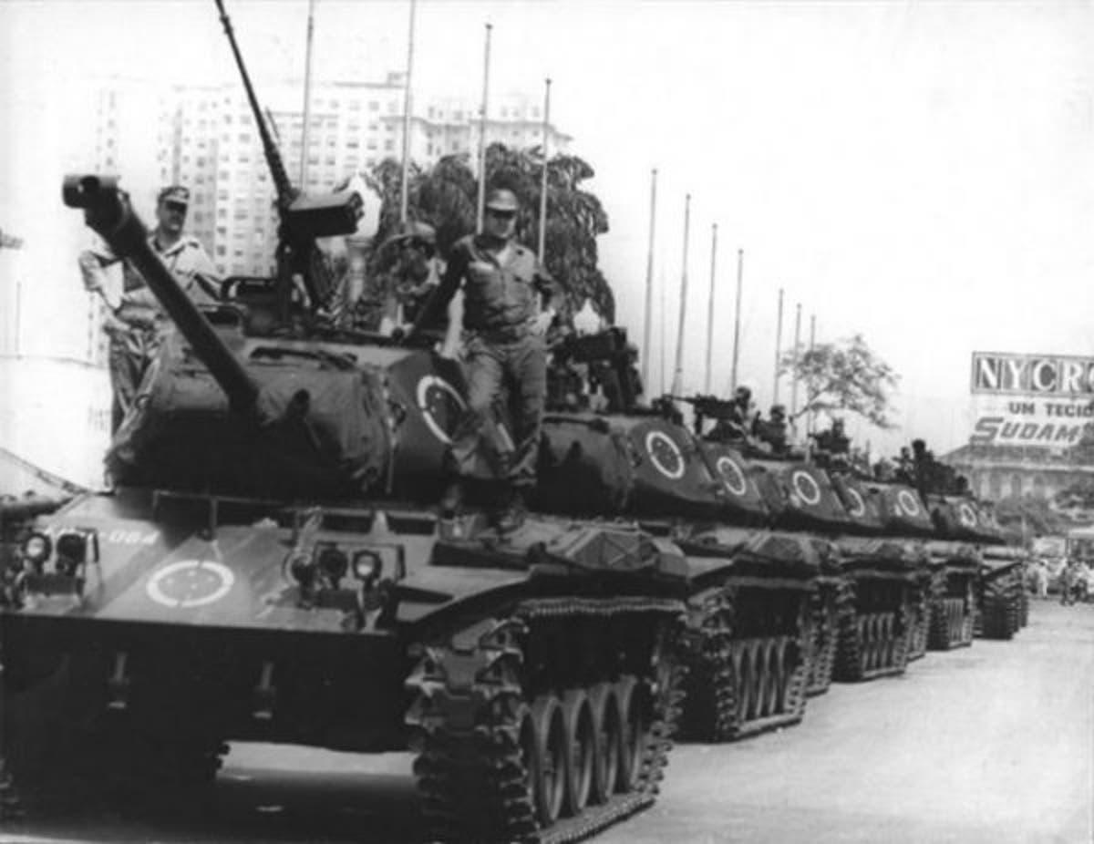 Tanques de guerra se perfilam no Brasil
