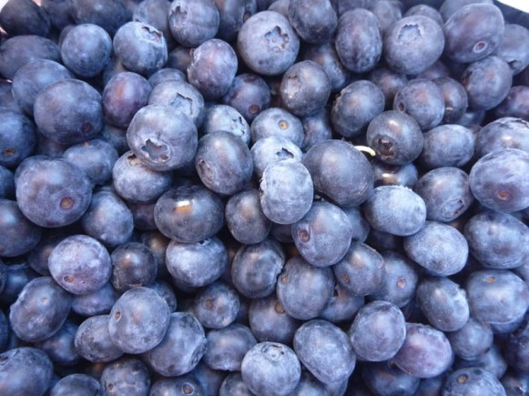 Blueberries are full of vitamins. They are great for your eyes and brain!