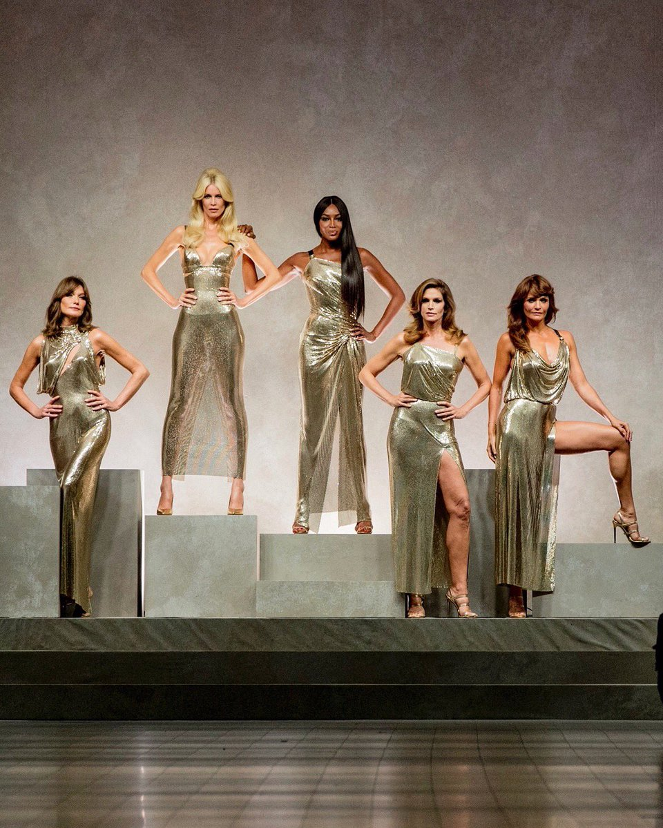 Versace's SS18 show via Twitter @Versace