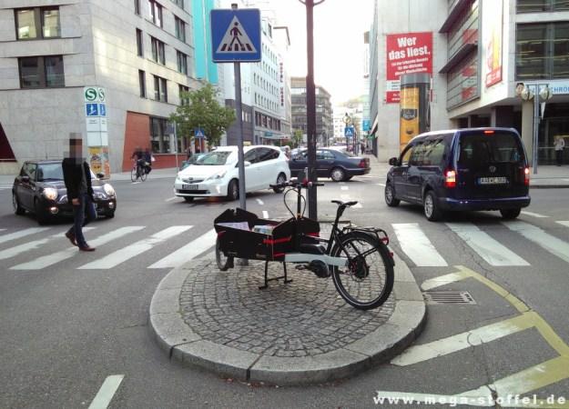 überall gibt es Lastenrad-Parkplätze