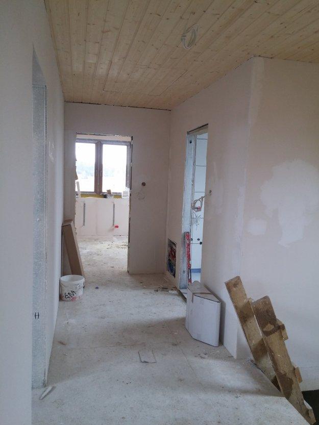 Instalacja elektryczna i teletechniczna w domu z bali.