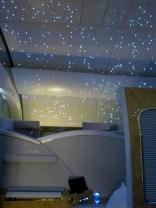 När kabinen är mörk tänds stjärnor i taket.