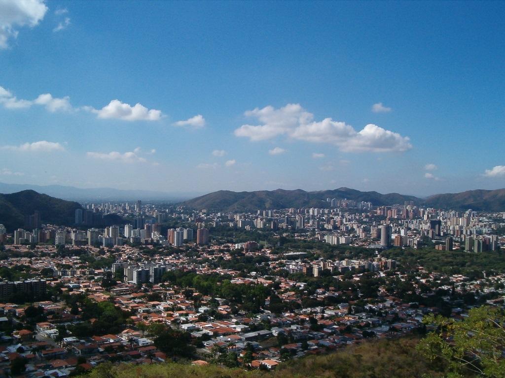 https://i1.wp.com/megaconstrucciones.net/images/urbanismo/foto10/valencia-venezuela.jpg