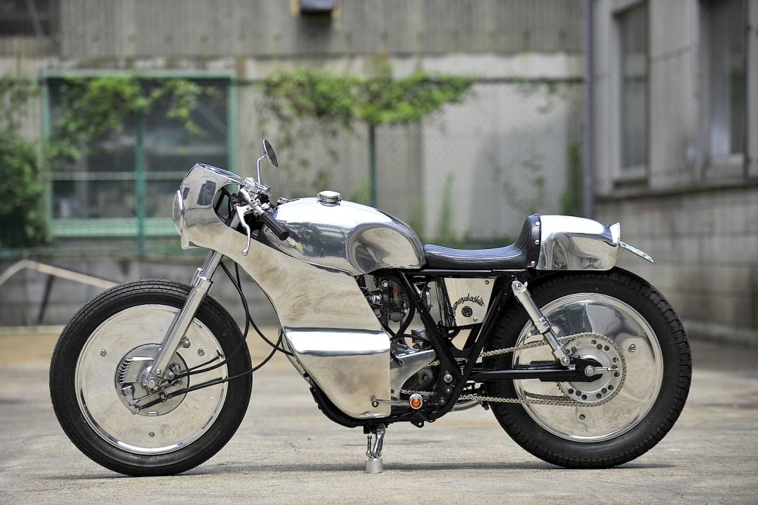 MOTO-CYCLE :: Yamaha SR400 under Kurumazaka (1)
