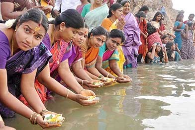 Adiperukku-festival-in-River-basins