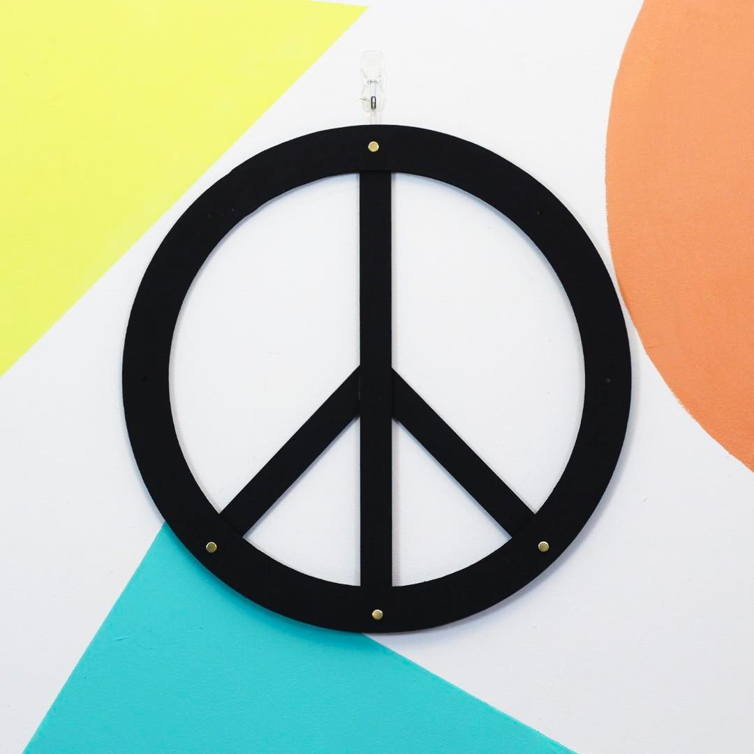 3 DIY Peace Signs in 3 different styles up on @hgtvhandmade today to bring some love into your home. Which is your fav: classic modern, illuminated, or growing succulents? ✌🏿✌🏾✌🏼 link in bio