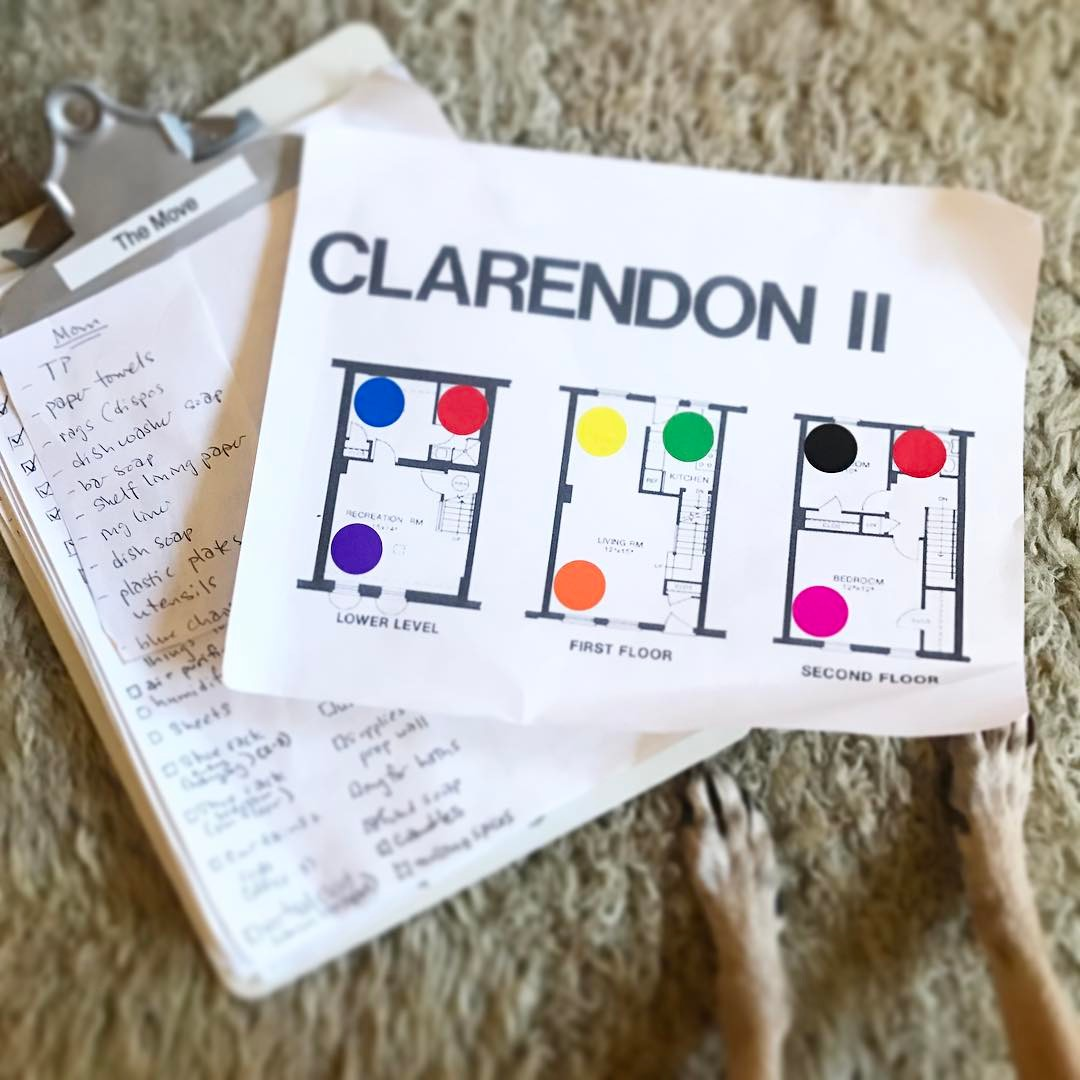 🏡 Moving Tip: Color code each room and add coordinating color stickers on each box. This makes knowing what box goes in what room as quick and easy as possible. This is like a warm, cozy blanket to wrap around my OCD brain. 🏡