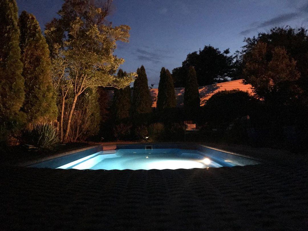 Pool at night. 🌙