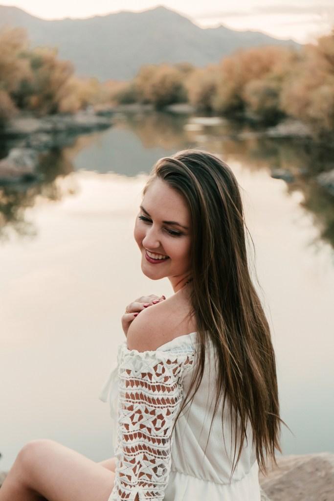 Megan Claire Photography | Arizona Portrait Photographer @meganclairephoto. Arizona desert photoshoot by the lake