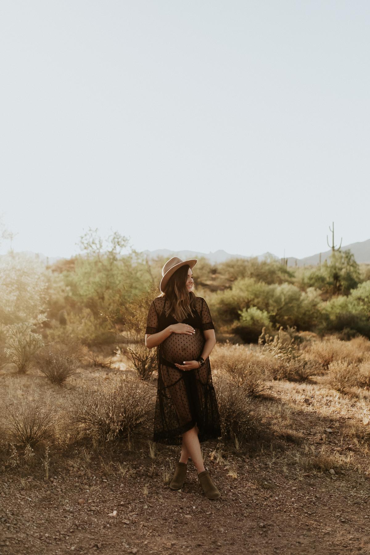 Megan Claire Photography | Phoenix Arizona Maternity and Newborn Photographer. Arizona maternity session in the desert at Phon D Sutton Recreation area in Mesa, Arizona @meganclairephoto