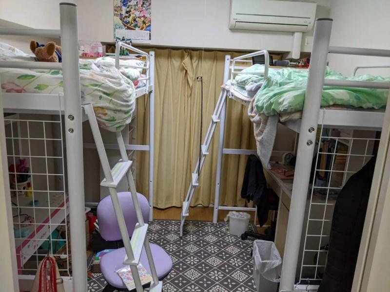 ロフトベッド6畳間2台詰め込み