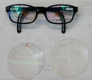 フレームと目の中心位置測定による仕上がったレンズ