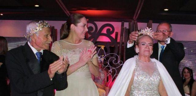 Coronan a Reinas y Reyes del Carnaval de Ciudad Mader