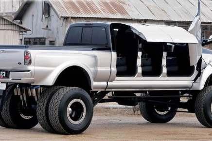 ¡Esto se ve interesante! Súper Ford F650 de 6 ruedas y con puertas de mariposa
