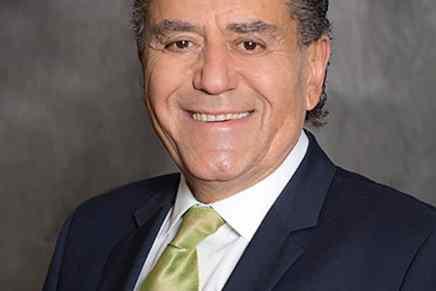 Haim Saban: El astuto empresario que hizo una fortuna multimillonaria con los Power Rangers y que podría llevar a Hillary Clinton a la Casa Blanca