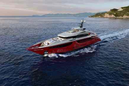 IPANEMA: Espectacular mega yate ROJO de 50 metros construido por Mondomarine