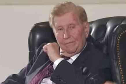 El multimillonario Sumner Redstone de 93 años pagó ¡$150 MILLONES! a sus ex novias por 'favores sexuales', según documentos legales