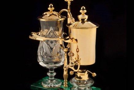 Esta cafetera de oro de 24 quilates te permite empezar el día como si fueras un magnate del petróleo