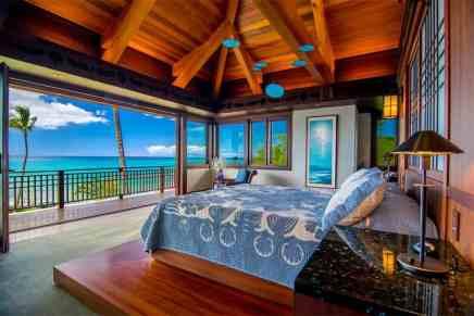 ¡De ensueño! Esta preciosa casa frente a la playa en Hawái se encuentra a la venta