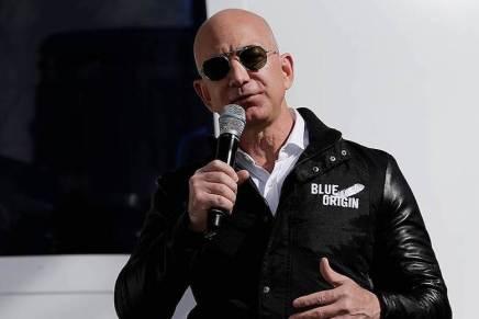 Jeff Bezos vende más de $1.000 MILLONES en acciones de Amazon CADA AÑO para financiar su compañía de turismo espacial
