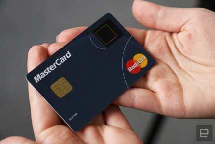 MasterCard presenta tarjeta de crédito con escáner de huellas dactilares