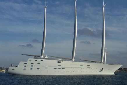 """El colosal mega yate """"A"""" de $465 millones se somete a pruebas ahora en Gibraltar"""