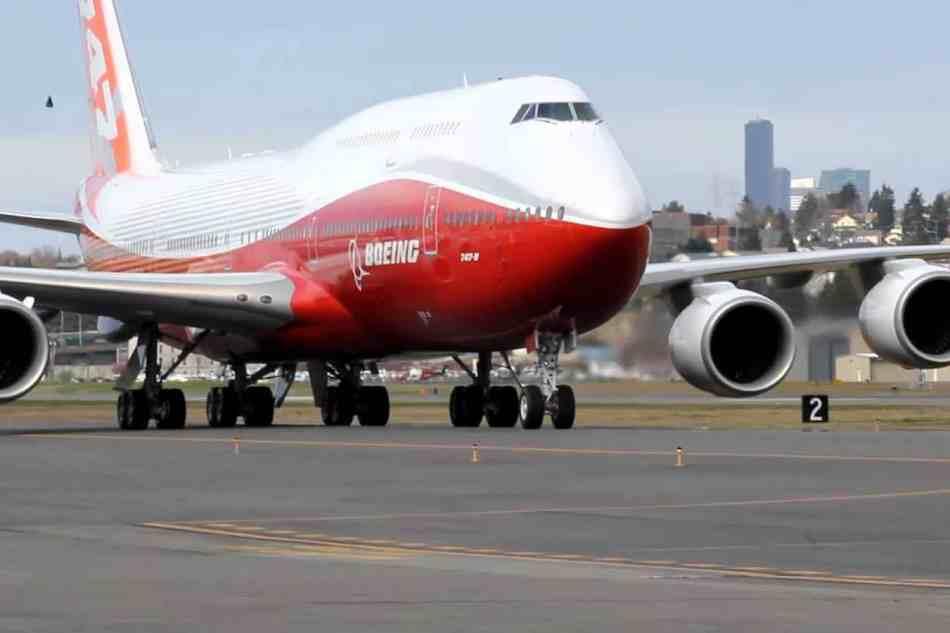 Multimillonario cliente VIP compra en secreto un Boeing JUMBO 747-8 de último modelo ¡un verdadero palacio en el cielo!