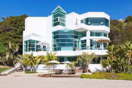 [VENDIDA] Mega espectacular casa frente a la playa en Malibú se vende por $21 millones