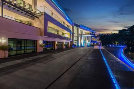Esta impresionante mansión de Bel Air – en venta por $100 MILLONES – es el paraíso de fiestas para mega ricos