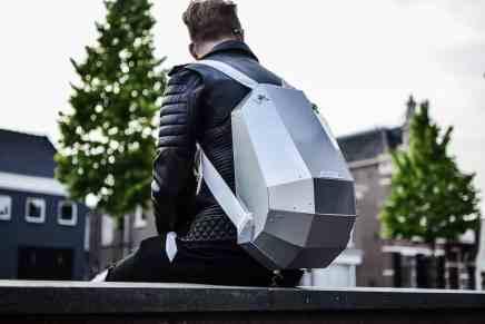 Te destacará del resto cuando lleves una mochila de aluminio de Solid Gray