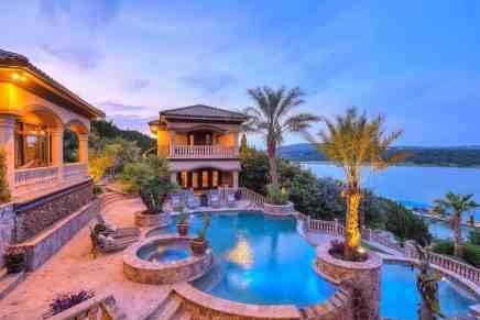 Haga un tour por esta propiedad de ensueño frente a un lago en Texas a la venta por solo $4,695 millones
