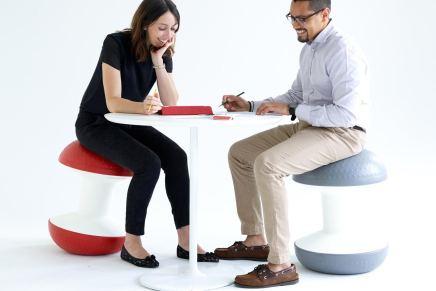 Las empresas toman consciencia sobre los riesgos de que sus empleados pasen largas horas sentados en el escritorio tradicional