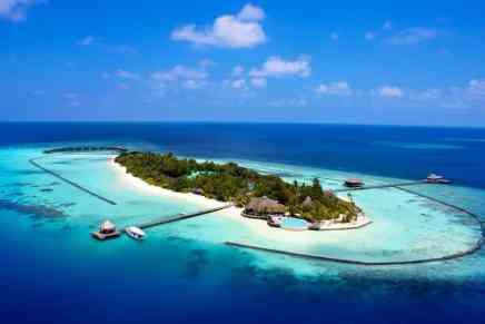 Disfruta de un servicio de primera clase en el Komandoo Island Resort & Spa
