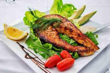 ¿Cómo comer una dieta con beneficios antiinflamatorios?