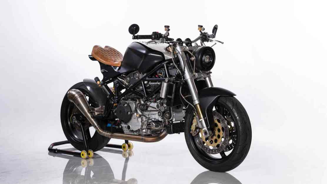 ¡Apta para un rey! Ducati ST4S Cafe Fighter por Ozz Customs