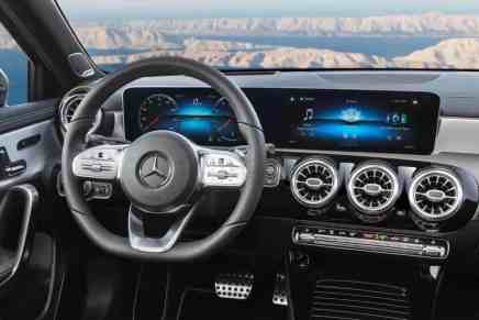 Mercedes-Benz A-Class 2018: Mercedes-Benz User Experience (MBUX)