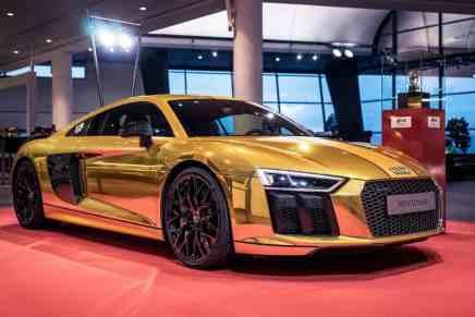 Audi R8 V10 Plus ¡Cromado en oro!