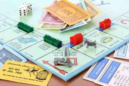 El juego de monopolio ayuda a los niños a ser millonarios, asegura una millonaria self-made